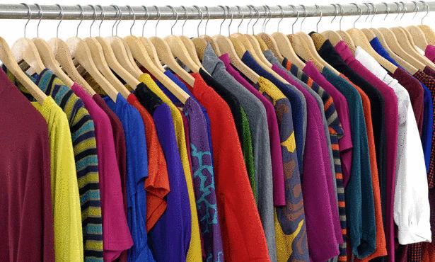 صورة الالوان المتناسقة بين الملابس للنساء