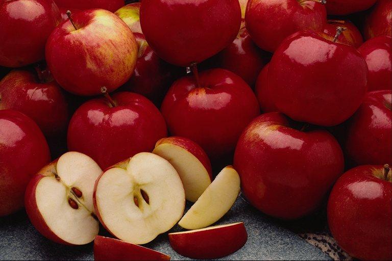 صورة اكل التفاح في المنام