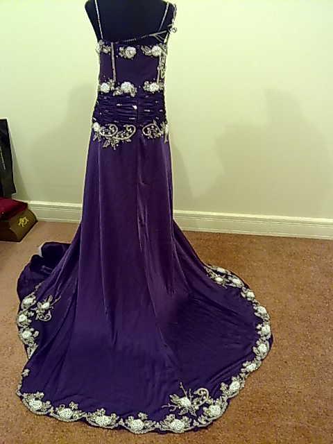 صورة ماذا تلبس اخت العروس
