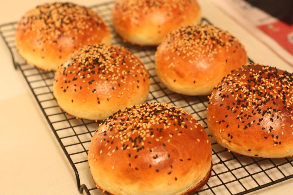 صورة كيفية صناعة خبز الهمبرغر