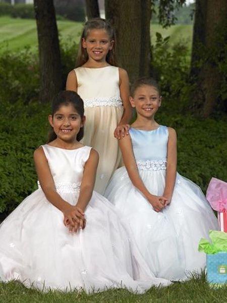صورة فساتين الاعراس للبنات الصغار