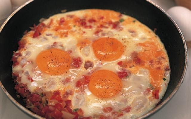 صورة البيض مع البندورة