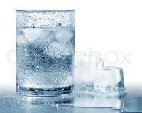 صورة شرب الماء البارد