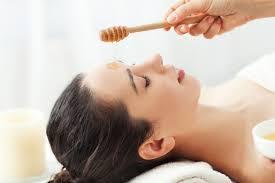 صورة حمام العسل لترطيب الجسم
