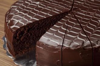 صورة عمل كيكة شوكولاته
