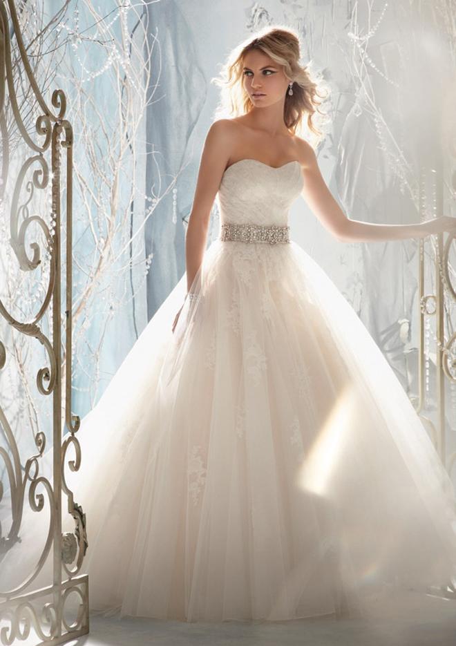 صورة فساتين زفاف للبيع 2020