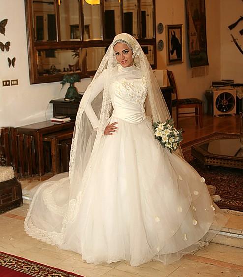 صورة احدث فساتين زفاف للمحجبات