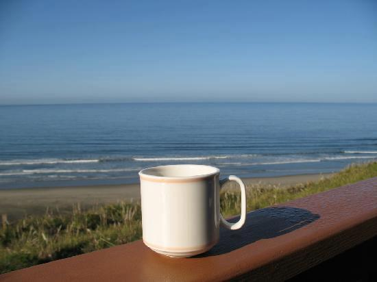صور فنجان قهوة على البحر