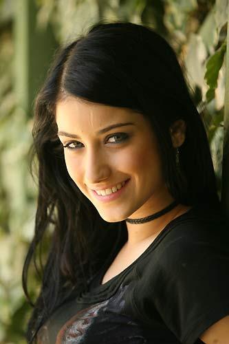 صور اسماء الممثلات التركيات