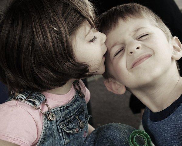 صورة صور بوس اطفال