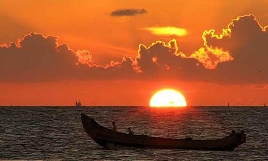 صورة خواطر عن غروب الشمس على البحر