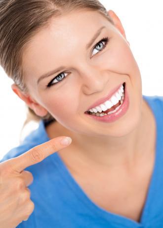 صورة تبييض الاسنان بطريقة طبيعية
